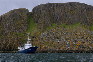 Small cruise ship 'Elizabeth G' anchored at the Shiants in the Western Isles, Scotland. May 2008.  -  Chris Gomersall