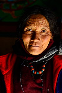 Woman from Ladakh. Shey Buddhist Monastery, 3240 meters of altitude, Ladakh, India. September. - Enrique Lopez-Tapia