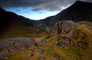 Roche moutonnee or Sheep's back at the head, Nant Ffrancon Valley, Snowdonia, Wales, UK, November. The rock is carved by ice moving down the valley leaving a relatively smooth back edge and top, w...  -  Graham Eaton