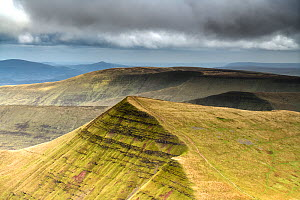 View towards Cribyn from Pen y Fan in the Brecon Beacons National Park, Wales, September. The outcrops of Devonian age, Old Red Sandstone forms escarpments carved by glaciers during the last ice age. - Graham Eaton