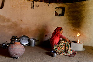 Woman preparing fire in her traditional house in a small village in Rajasthan, India. October 2018. - Enrique Lopez-Tapia