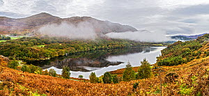 Early morning mist over Llyn Dinas in the Gwynant valley near Beddgelert, Snowdonia National Park, North Wales, UK, October 2018. - Alan  Williams