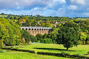 Pont-Cysyllte aqueduct over the River Dee viewed from the east with the town of Trevor in the background, Vale of Llangollen, North Wales, UK, September 2018. - Alan  Williams