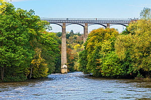 Pont Cysyllte Aqueduct, which takes the Llangollen canal across the River Dee, in autumn, Vale of Llangollen, near Trevor, North Wales, UK, October 2018. - Alan  Williams