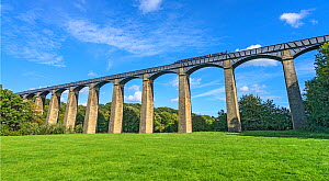 Pont-Cysyllte aqueduct over the River Dee viewed from the west side with a narrow boatcrossing in the Vale of Llangollen North Wales, UK, September. - Alan  Williams