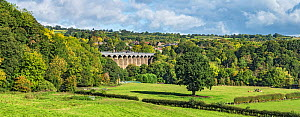 Pont-Cysyllte aqueduct over the River Dee, viewed from the east with the town of Trevor, in the background in the Vale of Llangollen North Wales, UK, September 2018. - Alan  Williams
