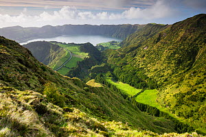 View through hills to Sete Cidades crater lake. Sao Miguel Island, Azores, Portugal. 2019. - Juan Manuel Borrero
