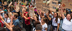 Young protestors with placards chanting during 'Fridays for the Future' climate change protest. Paseo de la Reforma Avenue, Mexico City, Mexico. September 2019.  -  Patricio Robles Gil