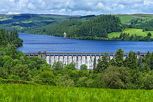 Lake Vyrnwy reservoir with water overflowing dam after heavy rainfall. Llanwddyn, Montgomeryshire, Powys, Wales, UK. June 2019. - Alan  Williams