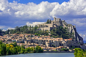 Citadel and the city Sisteron on the banks of the River Durance, Provence-Alpes-Cote d'Azur, Alpes-de-Haute-Provence, France. September 2018  -  Philippe Clement