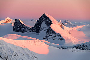 Sunset in the mountains, viewed from Loftet, Jotunheimen National Park, Norway, April.  -  Erlend Haarberg