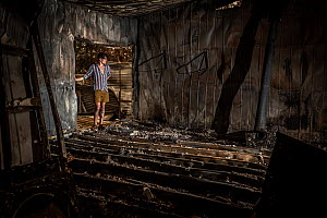 Jeremy Jenkins, seeing his house for the first time after the 2019 / 2020 wildfires destroyed much of the the town of Sarsfield,Victoria, Australia. January, 2020. Editorial use only  -  Doug Gimesy