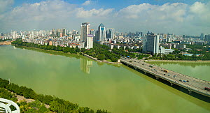 The Yongjiang River running through the city of Nanning, in southern China near the Vietnam border, and the capital of the Guangxi region, China. July 2010. - David Fleetham