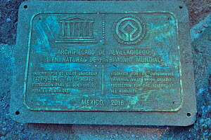 Plaque indicating that the Revillagigedo Islands are inscribed as UNESCO World Heritage site, Socorro Island, Revillagigedo islands, Mexico. Pacific Ocean.  -  Pascal Kobeh