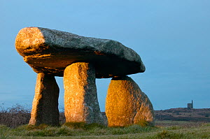Lanyon Quoit burial chamber, Madron, Cornwall, England, UK, December 2006  -  Guy Edwardes