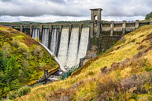 Alwen Resevoir Damn on Denbigh Moors (Mynydd Hiraethog) overflowing after heavy rain Conwy County North Wales UK September 2019.  -  Alan Williams