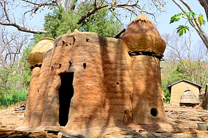 Takyenta mud tower house within Tammari village, made from mud, branches and straw. Villages also include ceremonial spaces, springs, rocks and sites for initiation ceremonies. Koutammakou, the Land o...  -  Enrique Lopez-Tapia