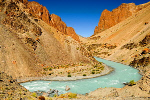 Tsarap River with pale blue water from glacial melt, and surrounding valley. Zanskar, Ladakh, India. September 2011.  -  Enrique Lopez-Tapia