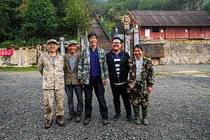 Gibbon search team in Gaoligong Mountains National Nature Reserve, Yunnan Province, China  -  Magnus Lundgren / Wild Wonders of China