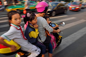 Woman and three children on a scooter/motorbike, Xia Shan area in the Zhan Jiang city, Guangdong, China, November 2015.  -  Staffan Widstrand / Wild Wonders of China