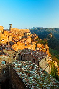Sorano, a medieval hill town overlooking Lente Valley, at dawn. Grosseto, Tuscany, Italy. April 2010.  -  Guy Edwardes