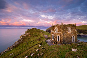 Doyden Castle, a little fortress at the edge of the cliffs on the Port Quin headland, at sunset. This small cove and hamlet is situated between Port Isaac and Polzeath in north Cornwall, UK. January 2...  -  Ross Hoddinott
