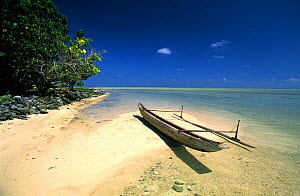A traditional canoe, pirogue, on the beach, small island between New Hannover and New Ireland, Papua New Guinea  -  Roberto Rinaldi
