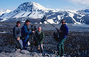 Film  crew film on location in South Georgia for BBC television series Life in the Freezer ,1992. Alastair Fothergill producer (left) and presenter Sir David Attenborough  -  Ben Osborne