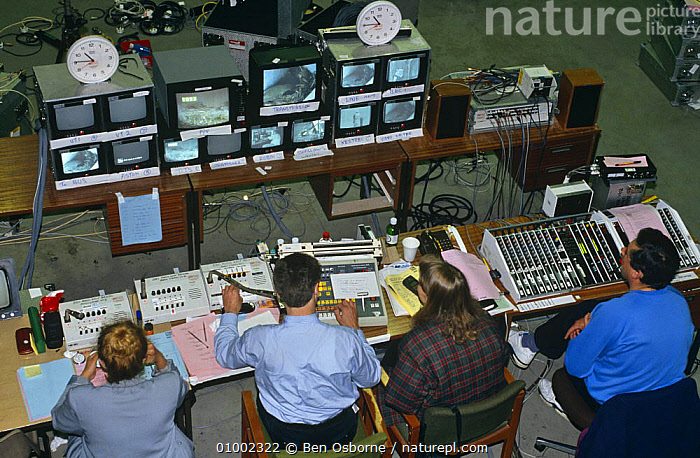 Looking down at control centre at BBC Broadcasting House for Bird in the Nest series in 1994, BBC,ENGLAND,EQUIPMENT,EUROPE,FILMING,GROUPS,LIVE,MONITORS,NHU,OUTSIDE BROADCAST,OUTSIDE BROADCAST,PEOPLE,UK,United Kingdom,British, Ben Osborne