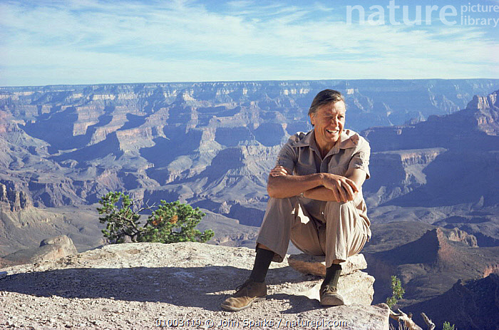 David Attenborough by Grand Canyon on location for BBC Life on Earth series, Arizona, USA, 1980s, BBC,canyons,CLIFFS,FILMING,GEOLOGY,landmarks,Life on Earth,NHU,north america,PEOPLE,PORTRAITS,presenter,ROCK FORMATIONS,USA, John Sparks