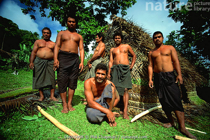 Niuafo'ou villagers outside the fale hut the have built in a day, Tonga  ,  BUILDINGS,CRAFTMANSHIP,CRAFTS,CULTURES,HOMES,HOUSES,HUTS,MALES,MANMADE,MEN,OCEANIA,PACIFIC ISLANDS,PEOPLE,SOUTH PACIFIC,TRADITIONAL,TRIBAL,TRIBES,TROPICAL,MELANESIA  ,  Phil Chapman