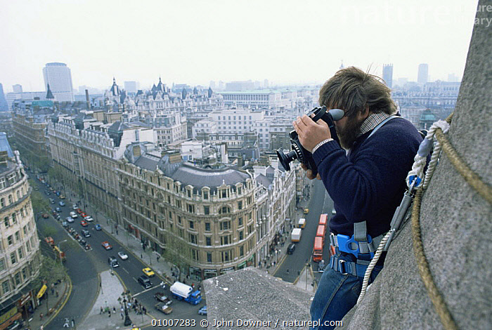 Owen Newman filming from the top of Nelson's column, London,  for tv series Living Isles, 1986  ,  DRAMATIC,ENGLAND,FILMING,NHU,Europe  ,  John Downer