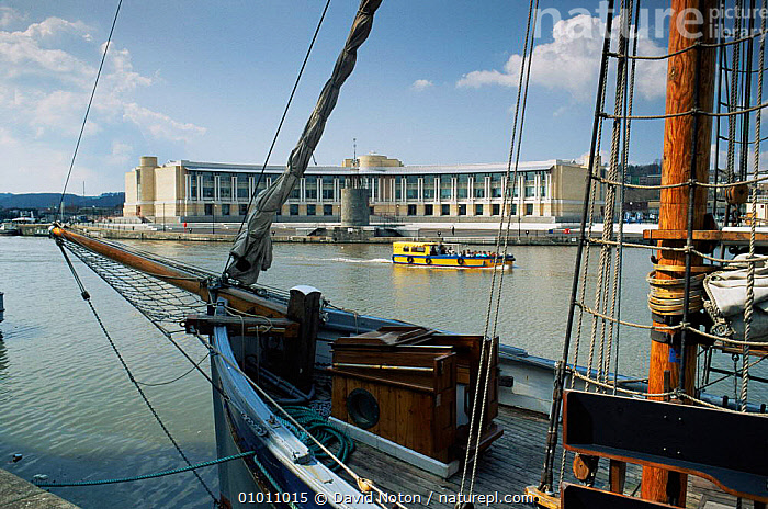 Bristol Docks, ferry and Lloyds Building, Bristol, England  ,  BOATS,BUILDINGS,CITIES,EUROPE,harbour,LANDSCAPES,UK,URBAN,United Kingdom,British, United Kingdom, United Kingdom  ,  David Noton