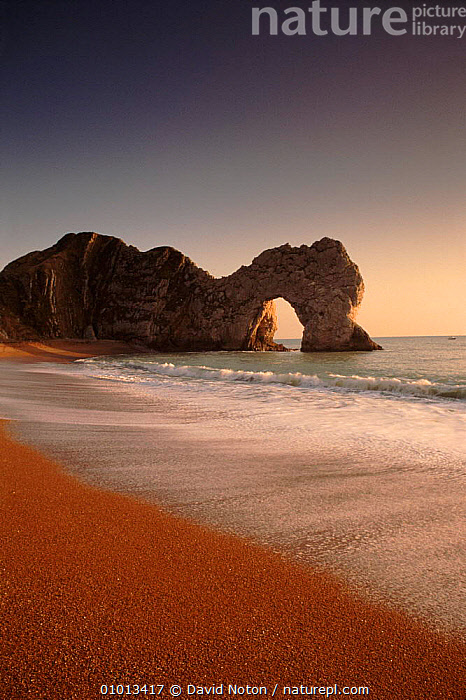 The beach at Durdle Dor, Dorset, England.  ,  BEACH,BEACHES,COASTS,CONCEPTS,DNO,DOR,DURDLE,EUROPE,GEOLOGY,HOLIDAYS,OUTSTANDING,ROCK FORMATIONS,SEA,VERTICAL,ENGLAND,,Dorset and East Devon Coast, UNESCO World Heritage Site,  ,  David Noton