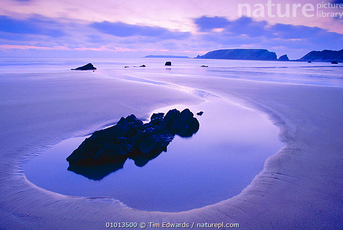 Marloe sands and Islands of Skokholm and Gateholm. Wales Pembrokeshire NP  ,  ATMOSPHERIC,BEACHES,COASTS,CONCEPTS,EUROPE,GEOLOGY,NATIONAL PARK,NP,PEACEFUL,REFLECTIONS,ROCK FORMATIONS,SANDS,SKY,WALES  ,  Tim Edwards