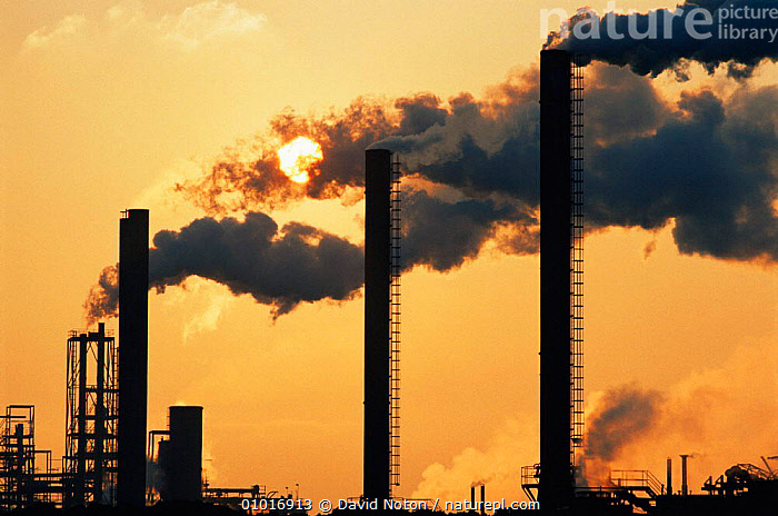 Air pollution: sun shining through smoke from the Sevalco plant at Avonmouth, Bristol, UK  ,  BUILDINGS,CHIMNEYS,DRAMATIC,ENGLAND,EUROPE,FACTORIES,INDUSTRY,SUN,UK,United Kingdom,British,Climate change,Carbon dioxide,CONCEPTS, United Kingdom, United Kingdom  ,  David Noton