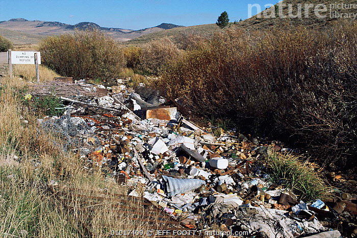 Refuse / Garbage dumped in countryuside, USA  ,  ENVIRONMENTAL,POLLUTION,REFUSE,USA,North America  ,  JEFF FOOTT