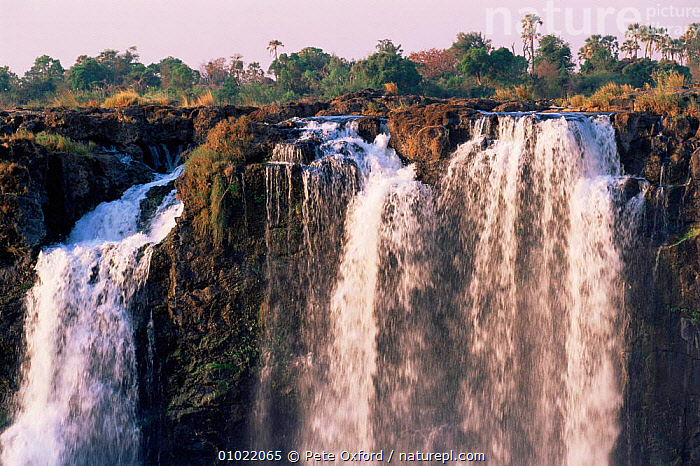 Victoria Falls, Zimbabwe., AFRICA,DRAMATIC,RIVERS,SOUTHERN AFRICA,WATERFALLS,CONCEPTS, Pete Oxford