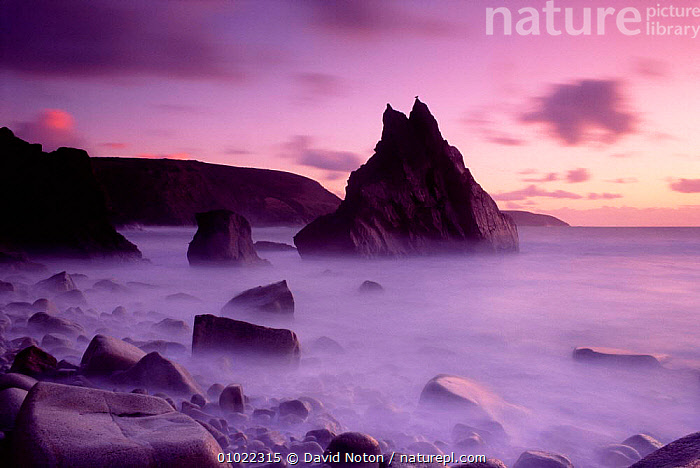 Dusk at Cligga Point, Cornwall. England., SILHOUETTES,SUNSET,SEA,LANDSCAPES,SCENE,SKY,REFLECTIONS,MIST,PEACEFUL,ROCK FORMATIONS,OUTSTANDING,HOLIDAYS,ATMOSPHERIC,ARTY SHOTS,BEACHES,COASTAL,COASTS,CLOUDS,CLIFFS,COLOURFUL,Concepts,Weather,Geology,ENGLAND,Europe, David Noton
