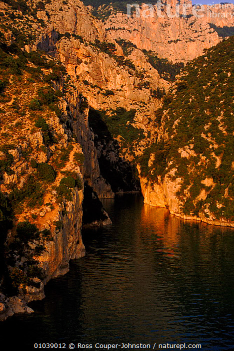 Gorge du Verdon, Provence, France, Europe  ,  CAVES,COASTS,DU,GORGE,PROVENCE,VERDON,VERTICAL,Europe  ,  Ross Couper-Johnston