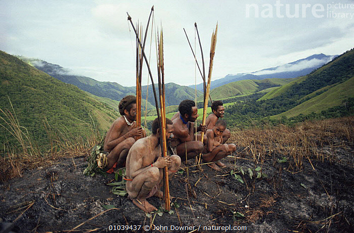 Hagahai hunters on a pig hunt, Papua New Guinea  ,  ASIA,HUNTING FOOD,MEN,PEOPLE,SOUTH EAST ASIA,TRADITIONAL,TRIBES,  ,  John Downer