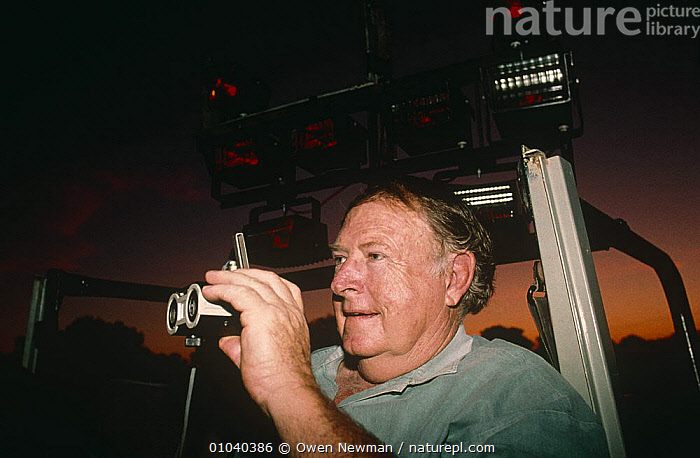 Vernon Baillie with infra-red lights to film leopard at night S. Lunagwa NP, Zambia  ,  FILMING,LIGHTS,NHU,NIGHT,NP,SOUTHERN AFRICA,National Park,Leopards,Big Cats  ,  Owen Newman