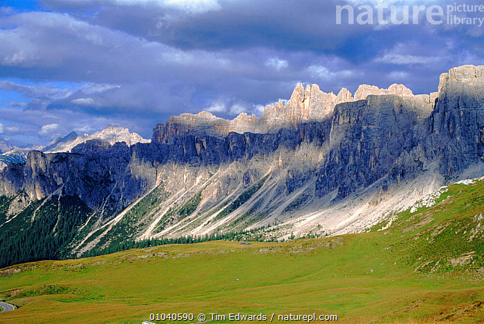 Passo di Giau, August, Italian Dolomites. Northern Italy, Europe  ,  MOUNTAINS,GIAU,ITALIAN,NORTHERN,SUMMER,ROCK FORMATIONS,DOLOMITES,HORIZONTAL,PASSO,GEOLOGY,Europe  ,  Tim Edwards