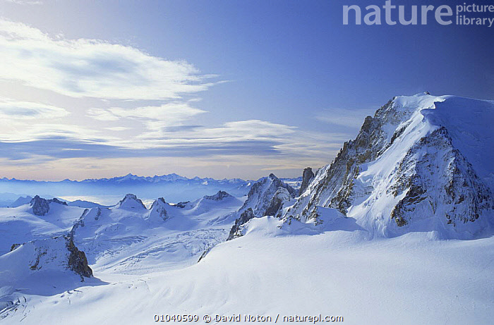 Mont Blanc in snow covered French Alps, France  ,  EUROPE,FRANCE,LANDSCAPES,MOUNTAINS,SNOW,SUMMIT,WINTER  ,  David Noton