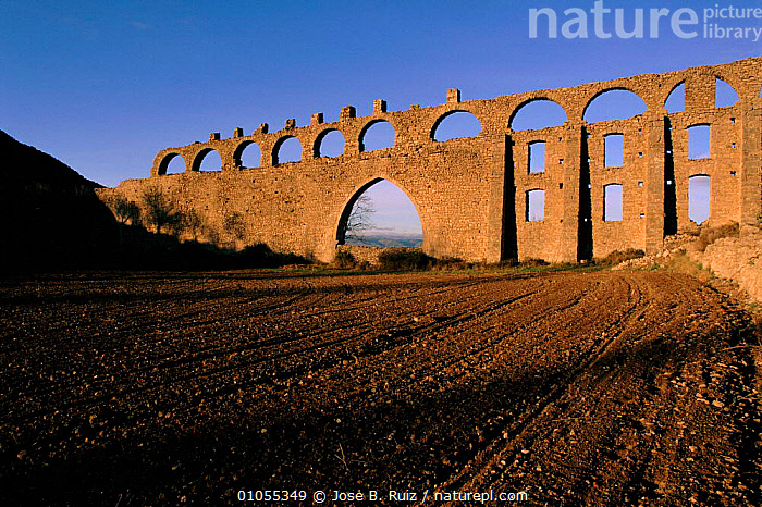 11th century aquaduct, Morella, Castellon, Spain, Europe.  ,  ANCIENT,AQUADUCT,BUILDINGS,CASTELLON,FARMLAND,HORIZONTAL,IRRIGATION,JRU,MORELLA,OLD,RUIZ,TRADITIONAL,WATER,Europe  ,  Jose B. Ruiz