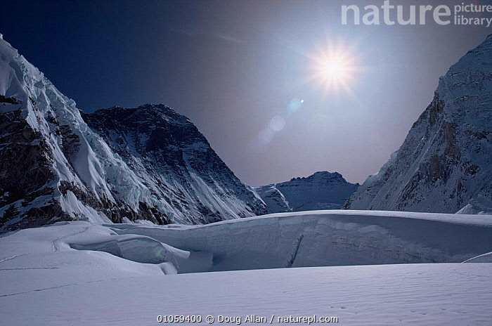 Looking up the Western CWM at 6200m on Mount Everest, Himalayas, Nepal, ASIA,ICE,LANDSCAPES,SKY,SNOW,SUN, Doug Allan