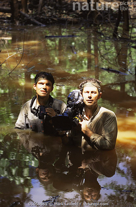 Cameraman Mike Pitts (r) and producer Mark Linfield (l) in water filming Orang Utan programme 1998, FILMING,NHU,SOUTH EAST ASIA,VERTICAL,WATER,Asia, Mark Linfield