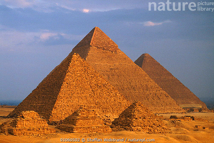 The pyramids of Giza, near Cairo, Egypt., AFRICA,ANCIENT,ARCHAEOLOGY,BUILDINGS,CAIRO,CULTURES,GIZA,HORIZONTAL,NORTH AFRICA,PHAROAHS,PYRAMIDS,STAFFAN,SWI,WIDSTRAND,NORTH-AFRICA, Staffan Widstrand