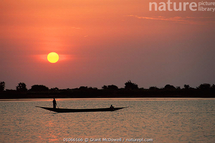 Fisherman on Niger river at sunset, Mali, West Africa, AFRICA,BOATS,DUSK,EVENING,HUNTING FOOD,LANDSCAPES,NORTH AFRICA,PEACEFUL,PEOPLE,RIVERS,SUNSET,TRADITIONAL,WEST AFRICA,Concepts,NORTH-AFRICA, Grant McDowell