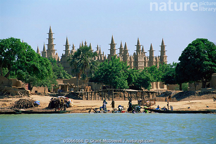 Mosque on Niger river, locals doing their washing on riverbank, Mali. West Africa, AFRICA,BATHING,BOATS,BUILDINGS,ELABORATE,LANDSCAPES,NORTH AFRICA,PEOPLE,RIVERBANK,RIVERS,TEMPLES,WASHING,WEST AFRICA,NORTH-AFRICA, Grant McDowell